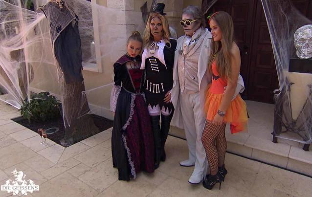 Carmen Geiss erscheint zur Halloween-Party ihrer Tochter in Strapsen