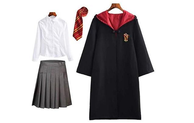 Schuluniform mit Zauberumhang des Hauses Gryffindors auf einem Bild