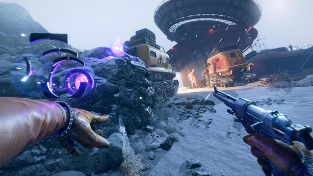 Teleport-Fähigkeit in Deathloop: Colt teleportiert sich in einer Schneelandschaft hinter zwei ahnungslose Gegner.