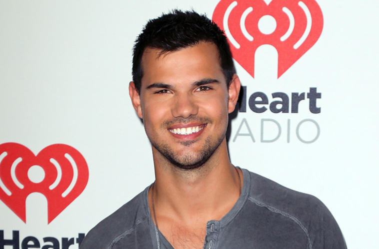 Taylor Lautner Karaoke