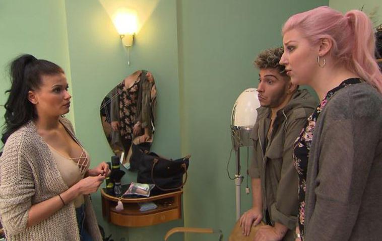 BTN: Mandy, Paula und Rick zeigen sich oben ohne!