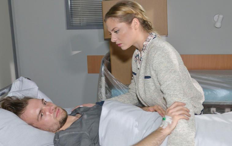 Sunny besucht Chris in der Psychiatrie. Foto: RTL / Rolf Baumgartner