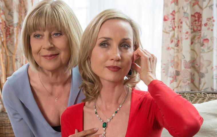 Mordsweib: Beatrice (Isabella Hübner, links) hat sich nach Charlotte (Mona Seefried) das nächste Opfer gesucht. Foto: ARD
