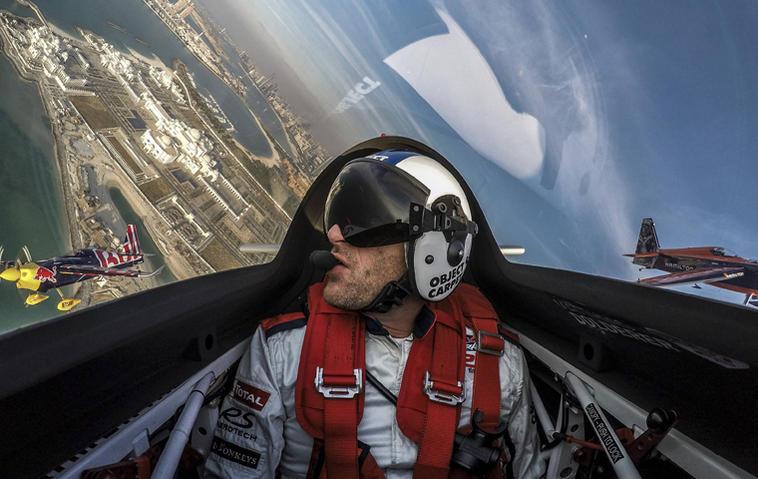 "Matthias Dolderer beim ""Red Bull Air Race"" in Abu Dhabi. Foto: Predrag Vuckovic / Red Bull"