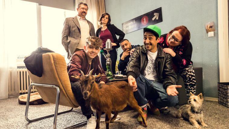 """Eko Fresh in der Serie """"Blockbustaz"""", deren zweite Staffel Ende März im ZDF zu sehen sein wird."""