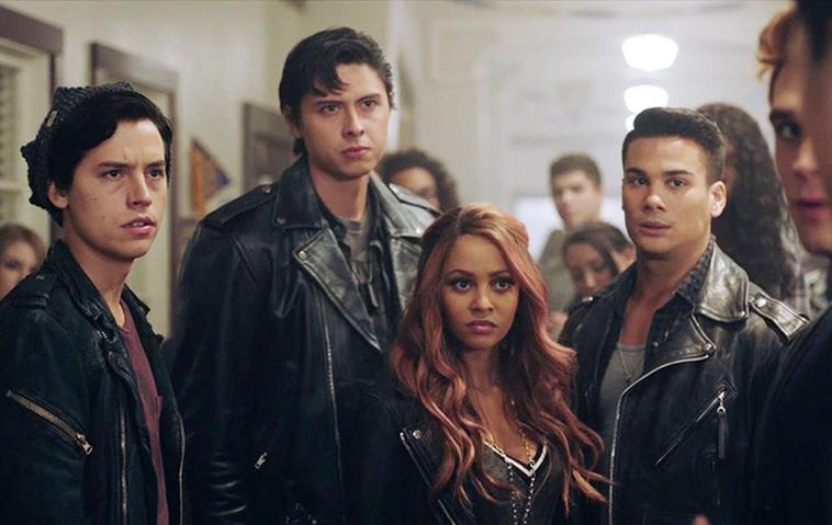 Southside Serpents Jughead (Cole Sprouse), Toni Topaz (Vanessa Morgan), Sweetpea und Fangs