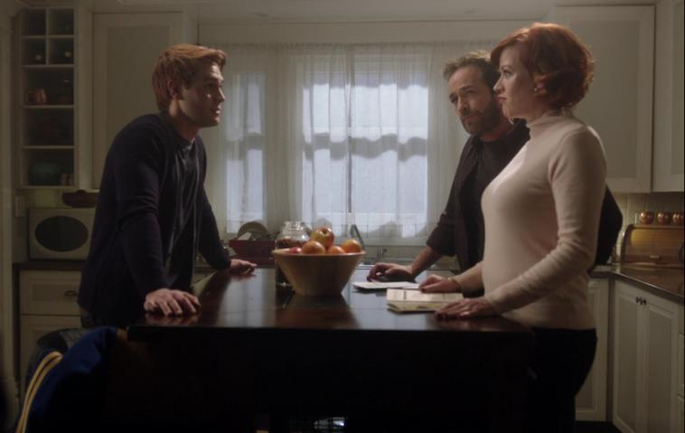 Archie Andres (KJ Apa) Fred Andrews (Luke Perry) Mary Andrews (Molly Ringwald) Riverdale