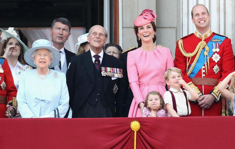 Wie ist der Nachname der Queen?