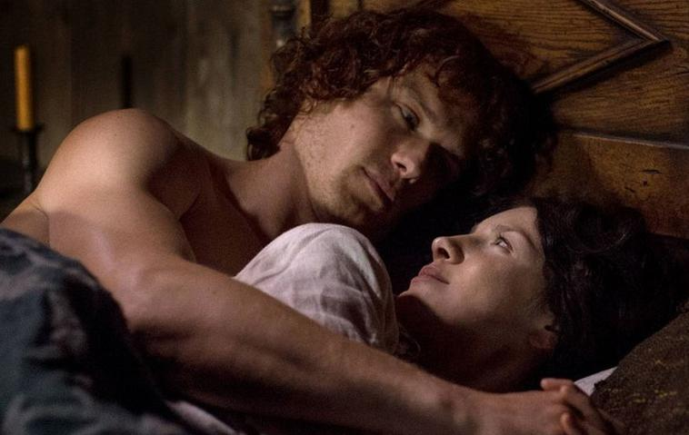 """""""Outlander"""": Caitroina Balfe und Sam Heughan als Claire Fraser und Jamie Fraser"""