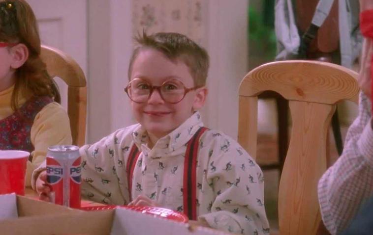 Kevin allein Zuhaus: So sexy ist der Hornbrillen-Junge heute!