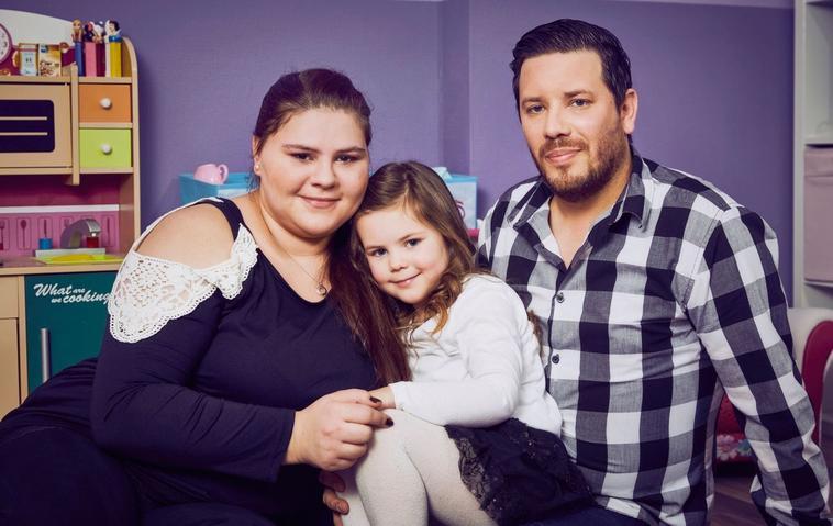 Sylvana Wollnys 2. Schwangerschaft war hart - hier ist sie mit Freund Florian Köster und Tochter Celina-Sophie zu sehen