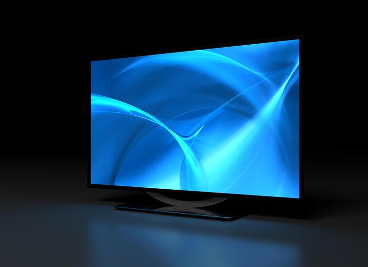 Schwarzer Flachbildfernseher mit blauem Bildschirm vor schwarzem Hintergrund