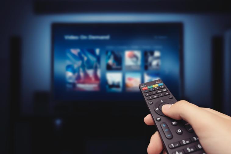 Smart TV mit Fernbedienung