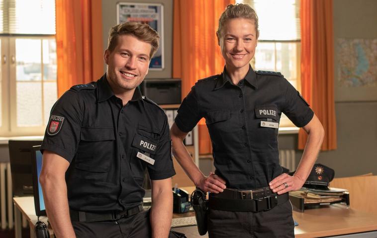 Polizeiobermeister Nick Brandt (Raúl Richter), Franzi (Rhea Harder-Vennewald)