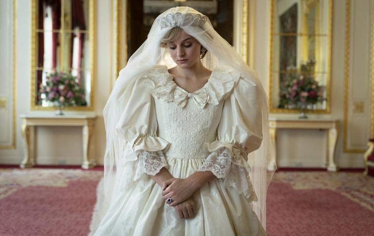 The Crown Emma Corrin Hochzeitskleid