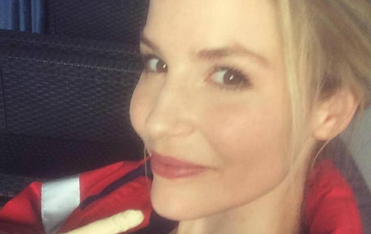 """Schwanger? """"In aller Freundschaft""""-Star Mirka Pigulla überrascht mit Bauch-Foto"""