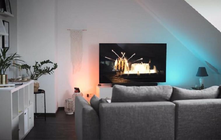 Die QLED-TVs von Samsung bringen Heimkino-Flair ins Wohnzimmer.