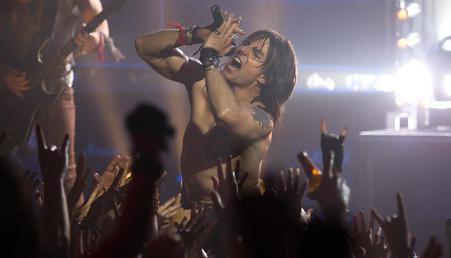 "Tom Cruise als Rockstar Stacee Jaxx in ""Rock of Ages"""