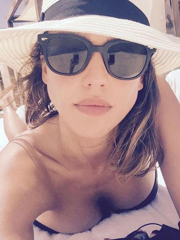 Jessica Alba, heiße Selfies 2015