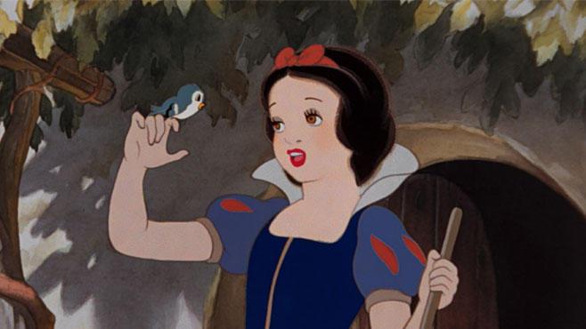 """Mit ihren 14 Jahren ist Schneewittchen die jüngste aller Disney-Prinessinnen. Elsa aus """"Frozen"""" gehört da mit ihren 21 Jahren fast zum """"alten Eisen""""."""
