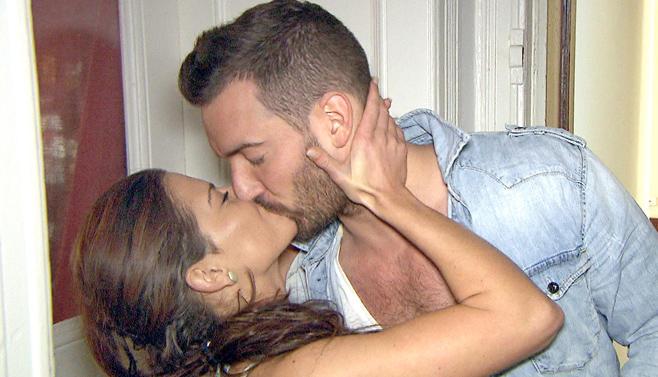 Um Giulia eins auszuwischen, lässt Carlos sich auf ihre Schwester Stefania ein.