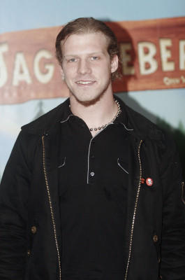 """Tobias Regner konnte die DSDS im Jahr 2005 für sich entscheiden. Sein Album """"Straight"""" wurde vergoldet, er zog einen Job als Moderator an Land und konzentriert sich heute auf seine Band """"RegneR""""."""