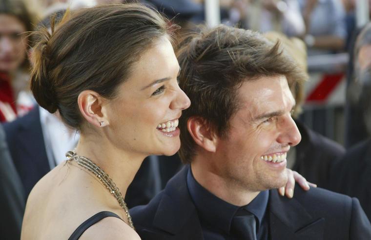 ...im April 2005 turtelte Katie bereits mit Tom Cruise...