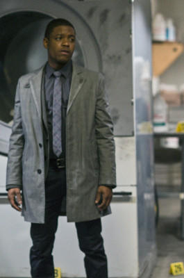 Jon Michael Hill spielt  Detective Marcus Bell